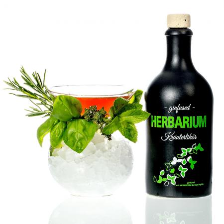 Herbarium ginfused Kräuterlikör von Momentum German Dry Gin