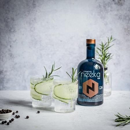 neekaPURE Premium Dry Gin von neeka PREMIUM DRY GIN