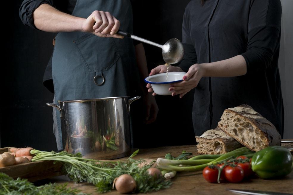 Suppentopf mit Gemüse und Brot von ika ika