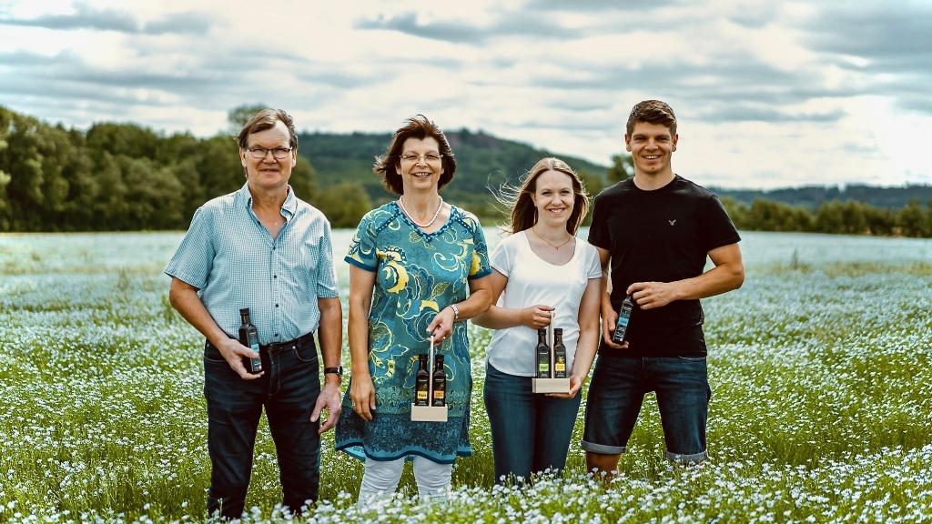 Familie Kreiselmeyer auf dem Feld