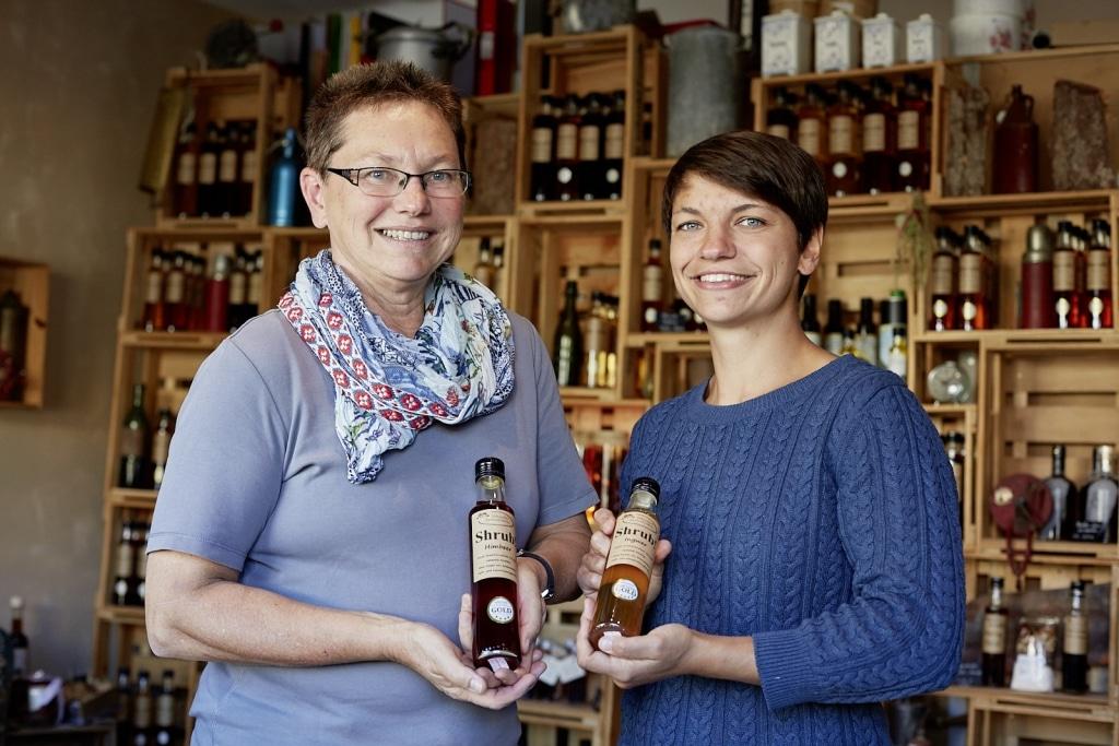 Gabriele und Hannah Schuster im Shrub-Laden