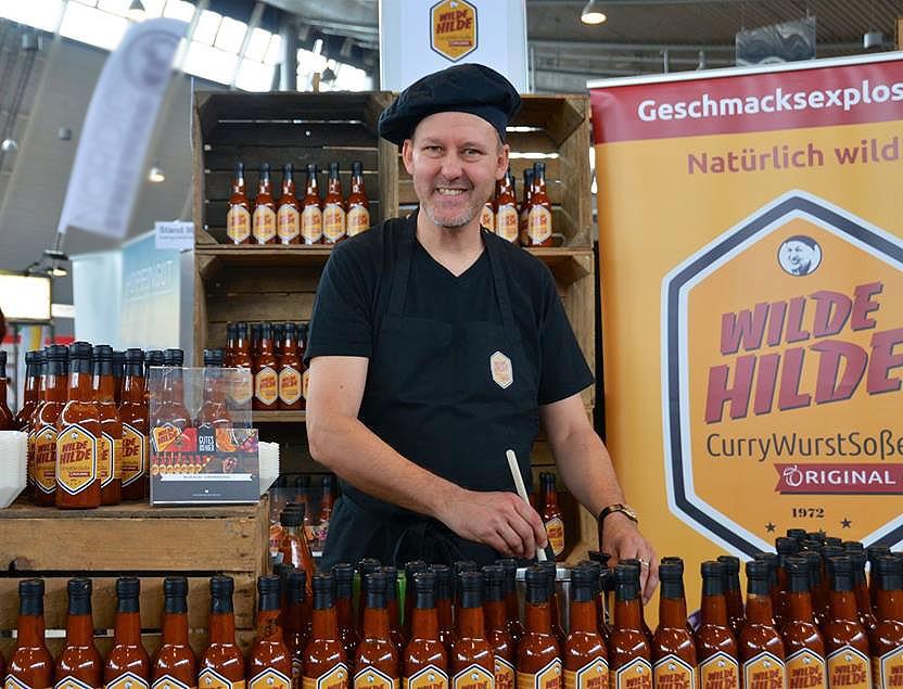 Christian Hübner von der Wilden Hilde am Marktstand