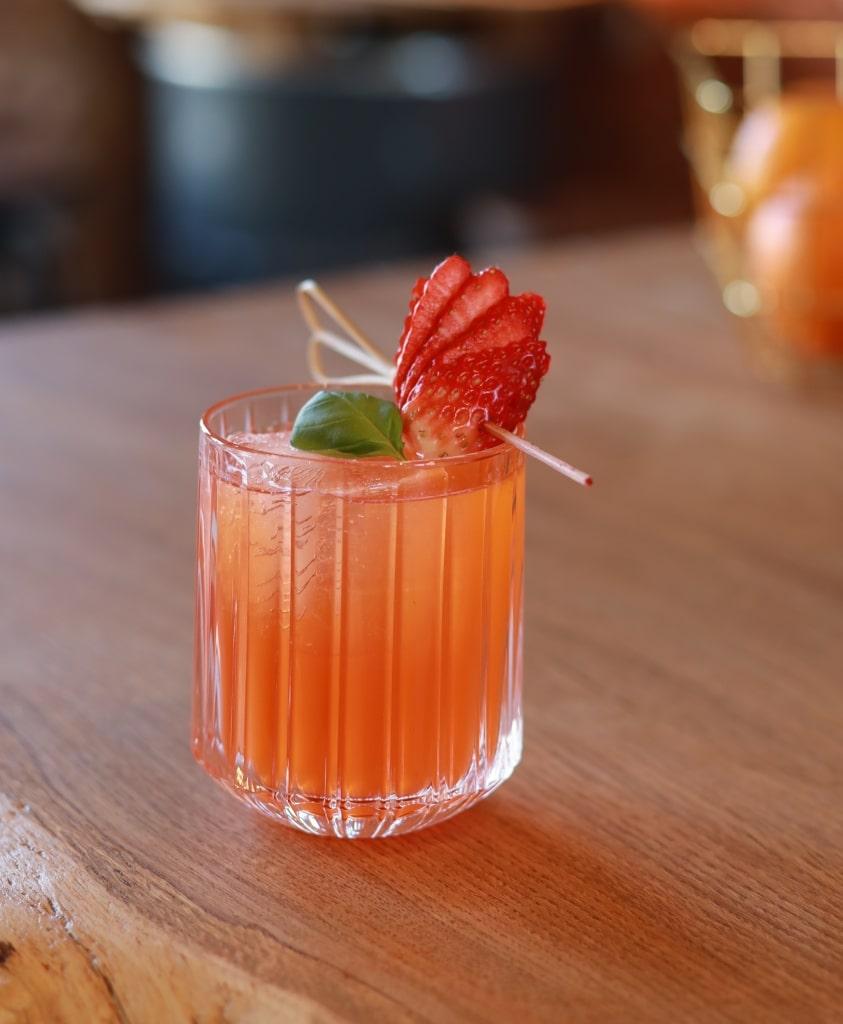 Strawberry Basil Smash von UNIQUE Gin