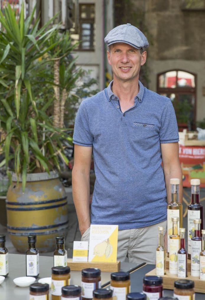 Matthias Rosenberg von Rosenberg Delikatessen auf dem Markt