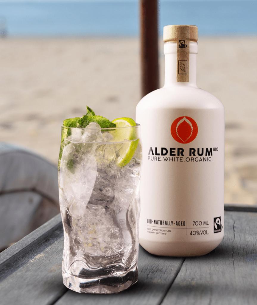 Weißer ALDER Rum am Strand