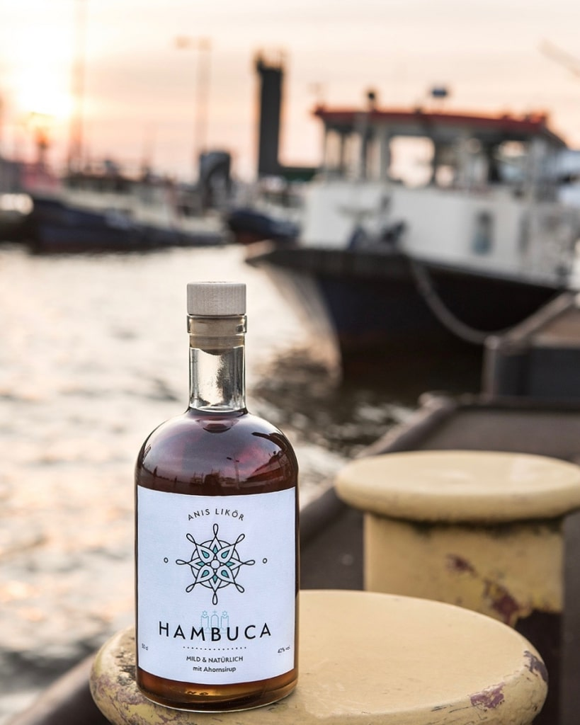Hambuca Flasche am Hamburger Hafen