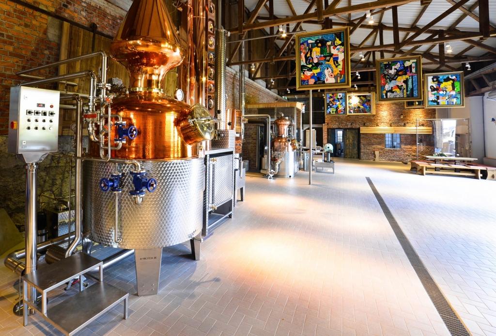 Halle mit der Destille der Sauerländer Edelbrennerei