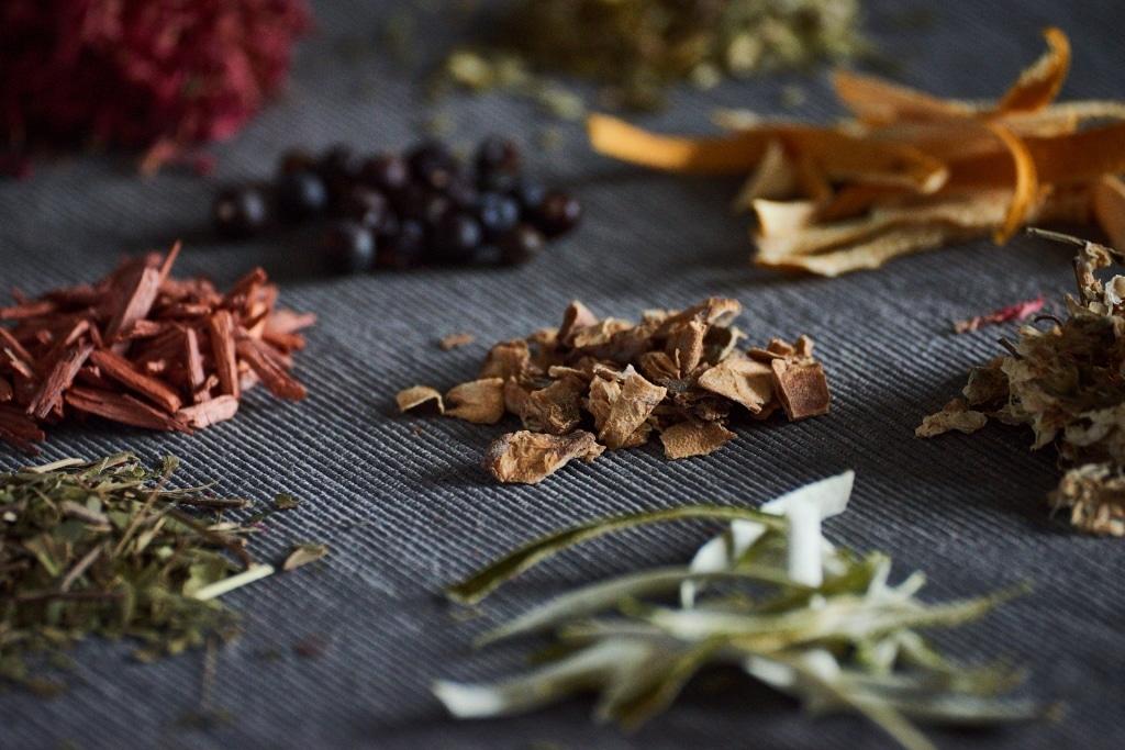 Botanicals für den Tinte Gin von Edelranz