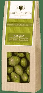 Mandelkerne mit grünem Matcha Tee und weißer Schokolade