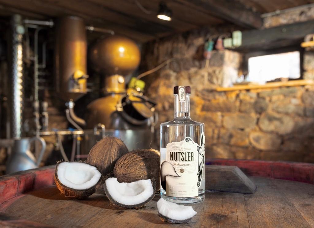 Kokos Nutsler von Nutsler Spirituosen vor der Brennblase