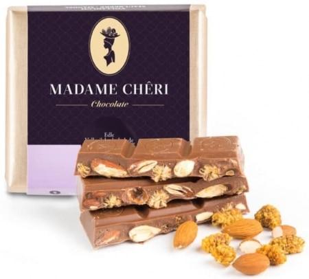 Vollmilch-Schokolade mit Maulbeeren & Mandeln von Madame-Cheri