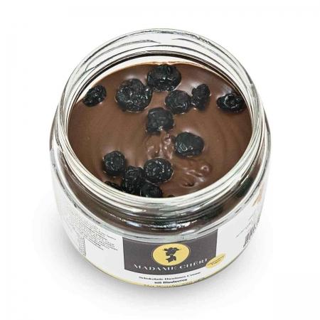 Haselnuss-Schokoladen Creme mit Blaubeeren vegan